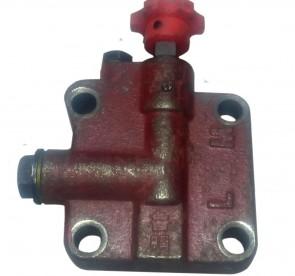 Крышка гидробака передняя с клапаном (для гидробаков с гильзой вместо блока масляного цилиндра)
